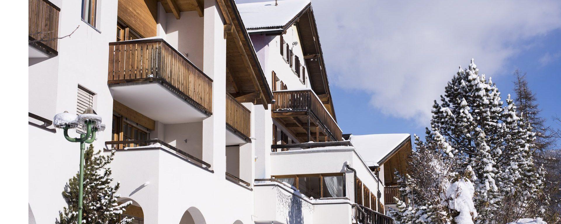 Aparthotel Muchetta Davos Wiesen - aussen Winter