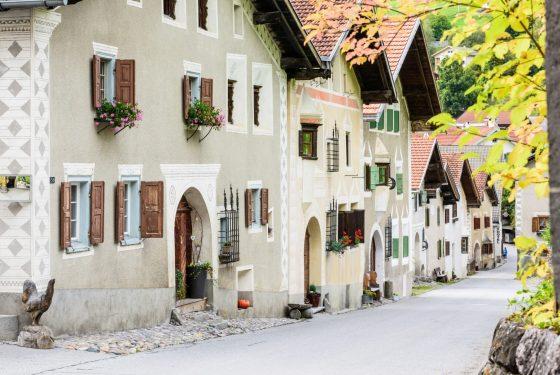 Dorfstrasse in Filisur - Albulatal - Kultur im Parc Ela