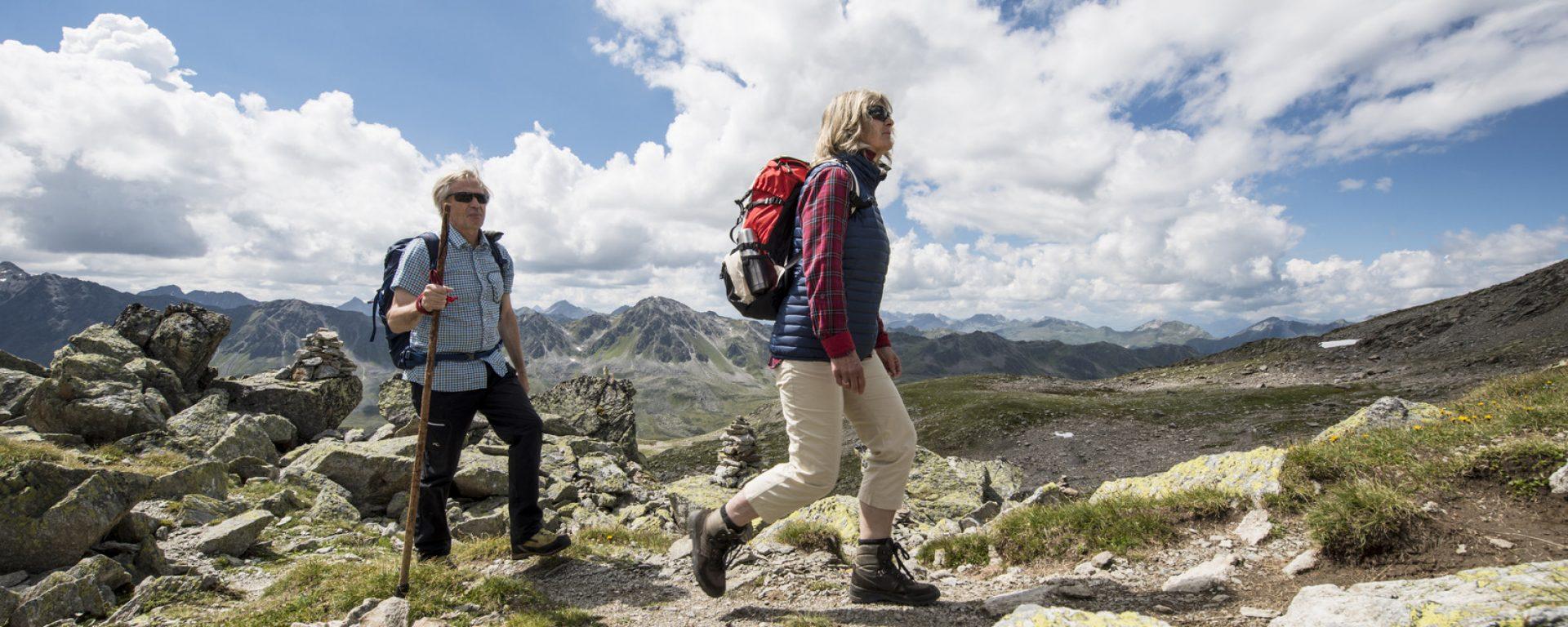 Wandern, älteres Paar, Sommer, Grosseltern